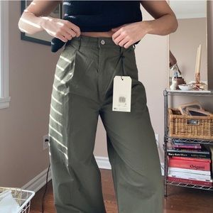 Green LEVIS trousers
